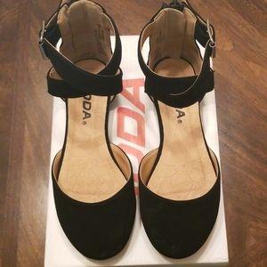 Girls Black Shoes Sz 12